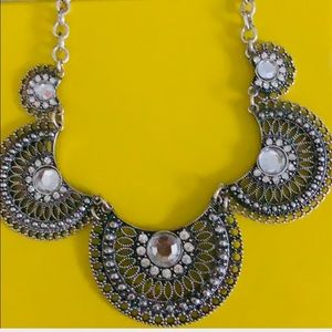 ❤️Silver Toned Statement Necklace